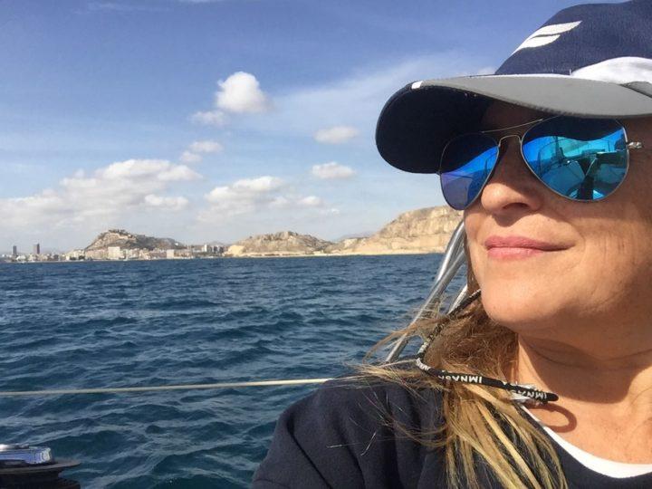 """Entrevista a Bely Gallo: """"cada vez son más  las mujeres que navegan y capitanean una embarcación"""""""