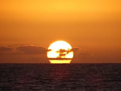 Puesta de sol en velero
